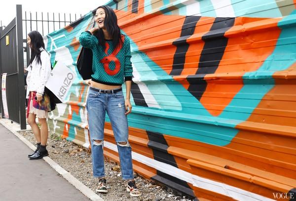 Phá cách cùng quần jeans rách tung tăng xuống phố - 13