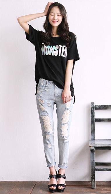 Phá cách cùng quần jeans rách tung tăng xuống phố - 2