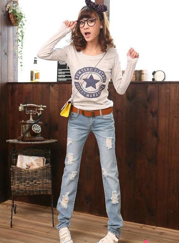 Phá cách cùng quần jeans rách tung tăng xuống phố - 11