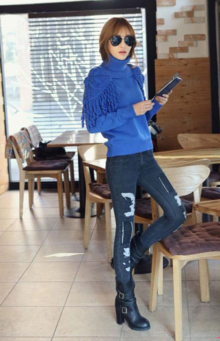 Phá cách cùng quần jeans rách tung tăng xuống phố - 12